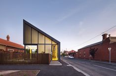 Front facade of the Harold Street Residence by Jackson Clements Burrows. Architecture Résidentielle, Contemporary Architecture, Installation Architecture, Contemporary Design, Melbourne House, Park Homes, Brickwork, Jackson, Exterior Design