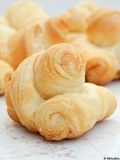 Pan cremona y cuernitos - Brady Mccormack Mexican Food Recipes, Sweet Recipes, Snack Recipes, Cooking Recipes, Pastry And Bakery, Bread And Pastries, Argentina Food, Argentina Recipes, Pan Bread