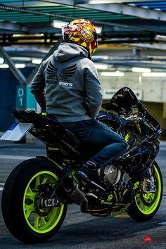 BMW in custom black- fluorescent green colour - ModifiedX Bmw S1000rr, Cb 1000, Bike Photoshoot, Riders On The Storm, Motorcycle Wallpaper, Biker Boys, Bike Rider, Super Bikes, Street Bikes