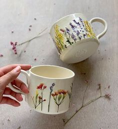 Artist Hessa Al Ajmani creates incredible floral ceramics. She presses assemblages of flowers on every handmade piece, making each one unique. Slab Pottery, Pottery Mugs, Ceramic Pottery, Pottery Painting Designs, Paint Designs, Ceramic Painting, Ceramic Art, Porcelain Ceramic, Pretty Mugs