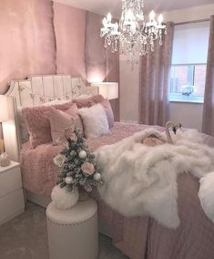 40 Simple And Cozy Christmas Bedroom Decorations Ideas - Page 2 of 4 - Septor Planet Teen Bedroom Designs, Bedroom Decor For Teen Girls, Cute Bedroom Ideas, Cute Room Decor, Room Ideas Bedroom, Stylish Bedroom, Glam Bedroom, Royal Bedroom, Aesthetic Room Decor