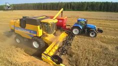 New Holland CSX 7070 stuiven in de zomertarwe Trekkerweb wheat harvest New Holland, Harvest