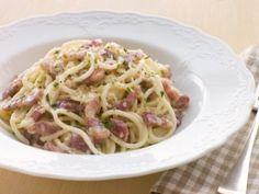 Bacon and Ham Pasta Carbonara Pasta Carbonara, Pasta Recipes, Cooking Recipes, Healthy Recipes, How To Make Carbonara, Sauce Spaghetti, Pasta Dishes, Spaghetti, Recipes