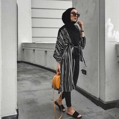 Latest Hijab Outfits to Rock – Hijab Fashion Hijab Fashion Summer, Modern Hijab Fashion, Street Hijab Fashion, Hijab Fashion Inspiration, Muslim Fashion, Modest Fashion, Modest Dresses Casual, Casual Hijab Outfit, Hijab Chic