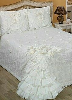 Fairy Bedroom, Bedroom Red, Dream Bedroom, Shabby Chic Quilts, Shabby Chic Bedrooms, Bed Comforter Sets, Comforters, Bed Cover Design, Designer Bed Sheets