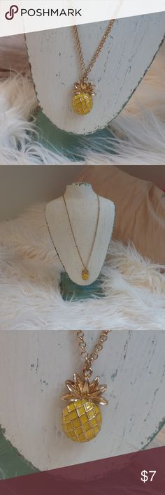 Pineapple Necklace Super cute but not really my style anymore. Great condition. Jewelry Necklaces
