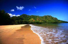 Kahana Bay, Oahu - 25 Astonishing Hawaiian Landscapes