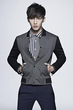 Aaron Yan hits the overseas market; predicted to earn around 10 million NTD from his first movie Ever since departing 'Fahrenheit' and going on to do his solo activities, Aaron has been very. Aaron Yan, Hot Actors, Actors & Actresses, Refresh Man, Danson Tang, Afro, Kdrama, Crush Pics, Hot Asian Men