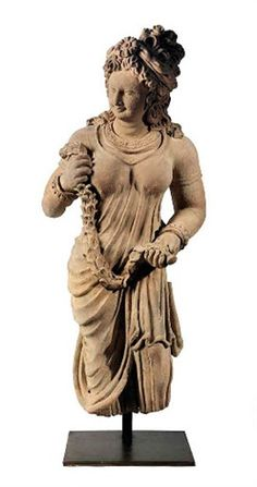 Grande adorante le visage souriant tourné vers sa droite terracotta Taille : 89 cm. (35 in.)