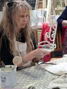 YAY - Jill discovering that Chalk Paint™ decorative paint by Annie Sloan does indeed paint onto metal :) 18th March 2013