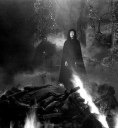 Gloria Holden in Dracula's Daughter (1935, dir. Lambert Hillyer)