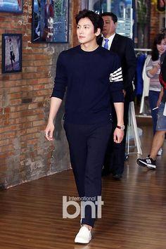 ❤❤ 지 창 욱 Ji Chang Wook ♡♡ that handsome and sexy look . Ji Chang Wook Smile, Ji Chang Wook Healer, Ji Chan Wook, Korean Star, Korean Men, Korean Celebrities, Korean Actors, Korean Music, Korean Drama