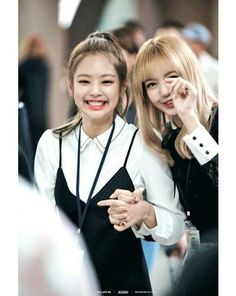 jennie and lisa (blackpink) Kpop Girl Groups, Korean Girl Groups, Kpop Girls, Kim Jennie, K Pop, Divas, Kpop Memes, Black Pink Kpop, Blackpink Photos