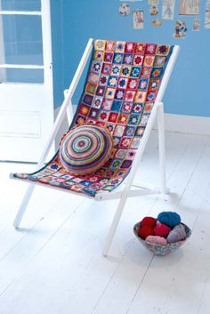 Free pattern plus photo tutorial to crochet a cover for a deck chair.