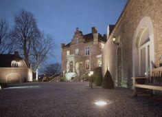 Verscholen in het groen van het Roermondse stadspark ligt het kleinste kasteeltje van Nederland; kasteeltje Hattem, met 8 comfortabele hotelsuites.