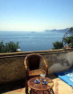 Ferienwohnung: Casa dei Fiori in Praiano - Angenehme Stunden verbringen Sie auf der Terrasse. www.amalfi-ferien.de
