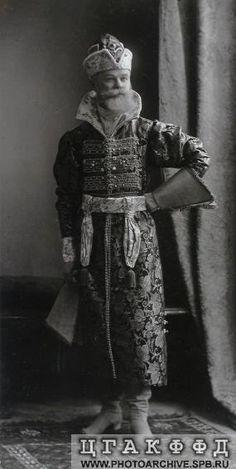 Действительный статский советник, в должности шталмейстера высочайшего Двора Н.Н.Гартунг (фон Гартонг) в костюме боярина XVII века. Исторический бал 1903 года.