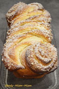 Un régal cette brioche, un bon goût de beurre, légèrement sucrée, une mie m. Cooking Chef, Cooking Recipes, Kitchen Recipes, Brioche Russe, Brioche Bread, Brioche Recipe, Thermomix Desserts, Loaf Recipes, Bread And Pastries