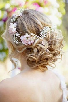 Hairstyles and Women Attire: Top 5 Updo Hairstyles for Medium Length Hair