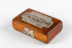 Oak snuff box with engraved white metal plaque: Made of oak which formed part of the foundation of the Auld Brig O' Ayr 1252