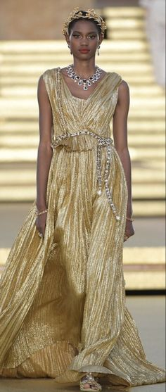 Dolce & Gabbana, Haute Couture Fashion, Glamour, Well Dressed Men, Gold Fashion, Women's Fashion, Gold Dress, Mannequins, Beautiful Outfits