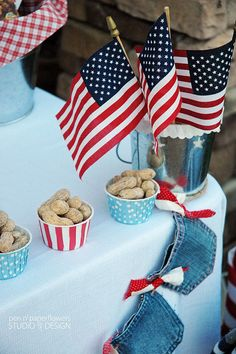 4th of July party Station... note the blue jeans pocket garland!