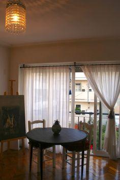 Visillos de gasa para ventana antigua de madera el - Dobladillo cortinas ...