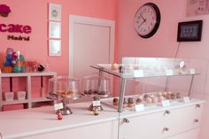 Cupcake Madrid,  126 Velazquez St. Madrid. How To Make Cake, Madrid, Bakery, Eat, Restaurants, Home Decor, Sweet Pastries, Food Cakes, Diners