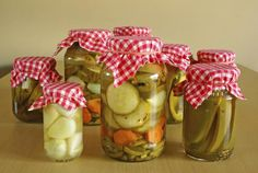 Excellent Toddler Shower Centerpiece Tips Food Preservation Techniques: Learn How To Pickle - Real Food - Mother Earth News Relish Recipes, Canning Recipes, How To Make Pickles, Vinegar Uses, Allotment Gardening, Lamb Dishes, Home Canning, Home Food, Gourmet