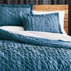 Refresh your bedroom with modern duvet covers and inserts. Find chic bedding in contemporary patterns, colors and textures. Teal Bedding, Bedding Master Bedroom, Chic Bedding, Luxury Bedding, Bedding Sets, Modern Bedding, Coral Bedroom, Blue Duvet, Headboards