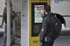 Brasília - A partir desta terça-feira (15), os moradores de Brasília vão poder acessar internet de graça em três paradas de ônibus da capital. A iniciativa é do Açougue Cultural T-Bone, que desde 2007 disponibiliza livros nas paradas de ônibus para acesso livre da população.