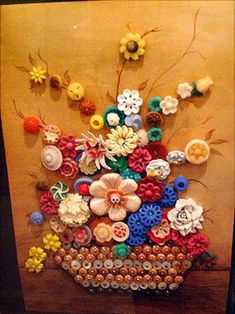 button artwork- this is beautiful work Bead Crafts, Jewelry Crafts, Diy And Crafts, Arts And Crafts, Diy Buttons, Vintage Buttons, Button Art, Button Crafts, Button Flowers