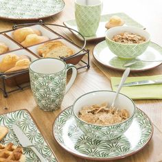 Breakfast with greenery | PALMIER earthenware tapas dish with green micro pattern | Maisons du Monde #greenery