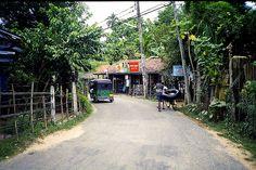 Street, Unawatuna, Sri Lanka (www.secretlanka.com)