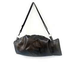 fish shaped roomy bag / truck tire inner tube shoulder bag /  fish hanbag / upcycled crossbody purse / waterproof shoulder bag Shoulder Handbags, Shoulder Bag, Bagged Trucks, Truck Tyres, Fish Shapes, Unique Bags, How To Make Handbags, Mother Gifts, Biodegradable Products