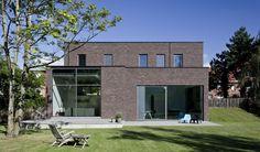 Ring Partners Architecten - nieuwbouw te Kruibeke/  gevelsteen - hout (Fraké)