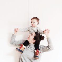 @amandajanejones and her daughter jane wear cozy matching sweaters. #givethemgap