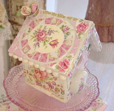 This birdhouse is such a cute little inspiration for a shabby chic style or cottage decor