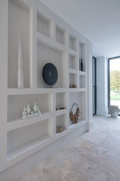 Living Room Shelves, Home Living Room, Living Room Decor, Home Room Design, Home Interior Design, House Design, Home Entrance Decor, Home Decor, Family Room Walls