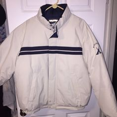A modern twist on the authentic Superstar track jacket, this