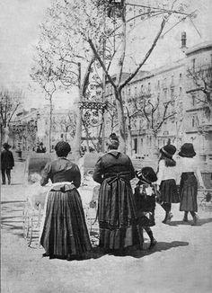 Paseo de Gracia en 1911 http://www.viajarabarcelona.org/lugares-para-visitar-en-barcelona/paseo-de-gracia/ #Barcelona
