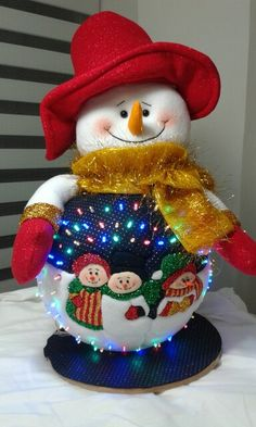 Resultado de imagen para Huevos de icopor navideños Quilted Christmas Ornaments, Felt Christmas Decorations, Christmas Snowman, Snowman Crafts, Diy And Crafts, Christmas Crafts, Christmas And New Year, Christmas Time, Holiday