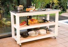 Setz völlig neue Maßstäbe in Sachen Outdoor Essen: mit der selbstgebauten mobilen Gartenküche.