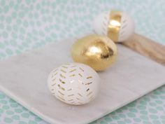 DIY Easter Crafts : DIY Gold Leaf Easter Eggs