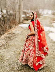 indian red wedding dress bride dresses indian red Mixing up Traditions: A Vibrant Indian Wedding With a Hip + Rustic Reception Grey Bridesmaids, Red Bridesmaid Dresses, Red Wedding Dresses, Green Wedding Shoes, Wedding Dress Styles, Indian Fusion Wedding, Indian Bridal, Indian Engagement, Bridal Sari
