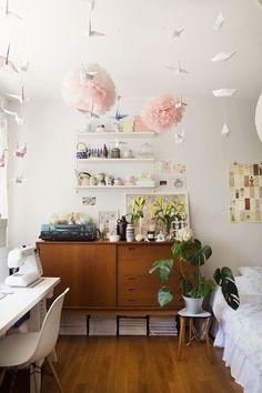 Hay muchos muebles que pueden usarse para una habitación, además de ser más espaciosos como este caso.