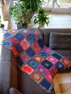 "Heerlijk warm gehaakte deken van Drops ""Big Delight""! Wonderfully warm crocheted blanket using Drops ""Big Delight""!"