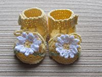 Crochet Pattern Yellow Sandals with White Daisies