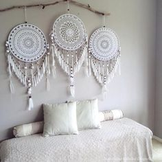 Handmade Home Decor Handmade Home Decor, Diy Home Decor, Dreamcatcher Crochet, White Dreamcatcher, Los Dreamcatchers, Doily Dream Catchers, Dream Catcher Decor, Creation Deco, Home And Deco