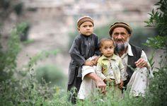 Un padre y sus hijos en Pech Valley.
